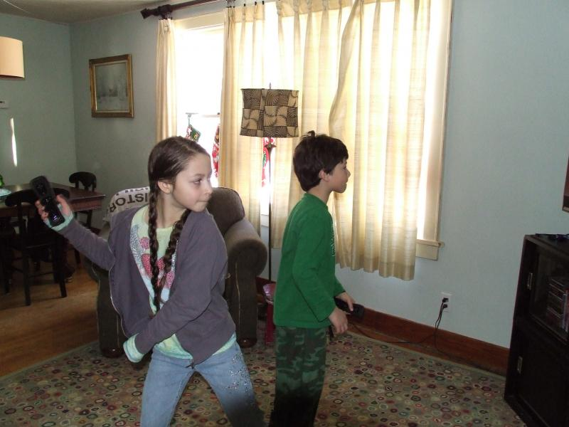 Isabel and Henry... skilled on the Wii